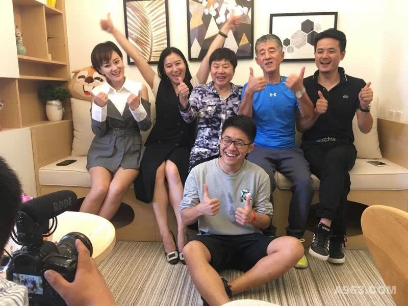 北京卫视暖暖的新家第五季十二期节目组留念。