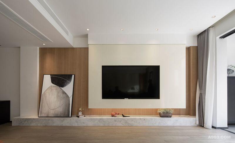 电视墙和装饰画,在疏离与对比之间达成平衡