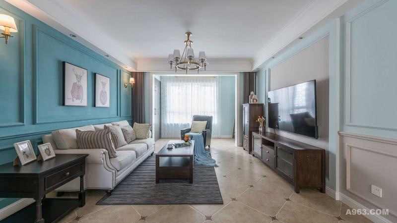 客厅主要分为3个色系,分别为蓝色系,咖色系和白色系。