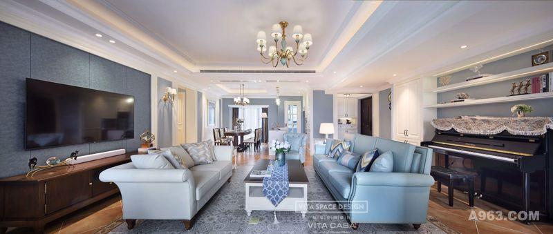 美式设计讲究的是对称,无论是电视柜的摆放,还是壁灯的设计都是精心挑选,让整个空间无论是颜色还是软装的搭配上,都能够相得映彰。