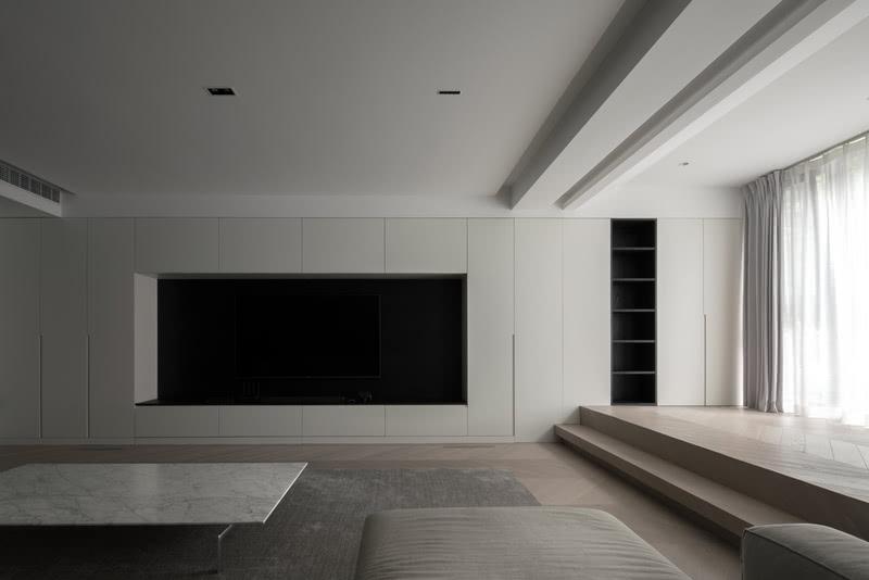 开放格的设置在于平衡电视凹龛的关系,也丰富细节。