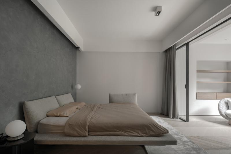 宽体床增加空间的吧饱满感,与书房空间可分隔,同时使用时互不影响。