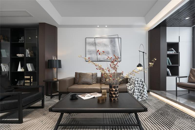一楼的客厅,设计师整体选用了白色为主色调,大面积的海吉布自带纹理,不显单调,与梯形木饰面结合,拉伸层高,空间也更具延展性。 值得一提的是,整个家中均为无主灯设计,所有的灯带、筒灯都是见光不见灯,整体空间给人沉静之感,而灯带点缀其中,则让空间多了一份浪漫的美感。