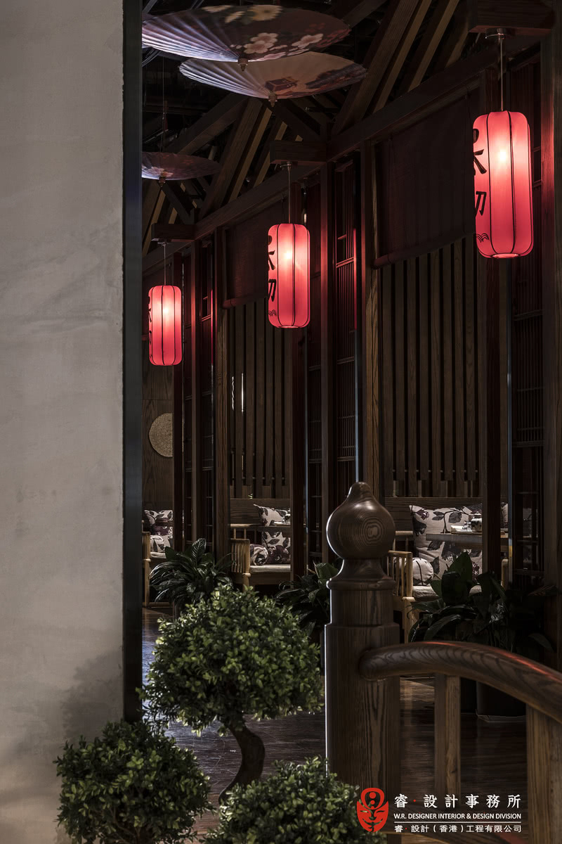 【雅间】空间的氛围是热情而不喧嚣,亲切而不市井,食客身处其中细细品味。