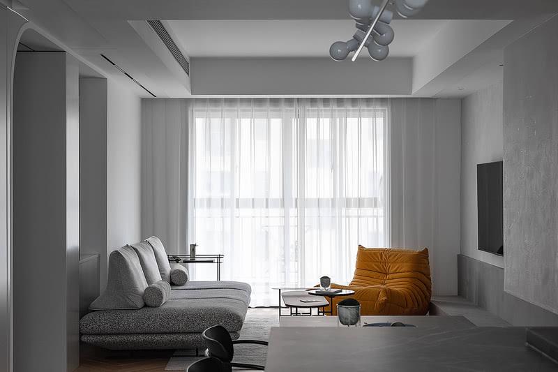 沙发可移动靠蹲,依靠时有足够支撑力 可单独放置于沙发或地面上随意依靠
