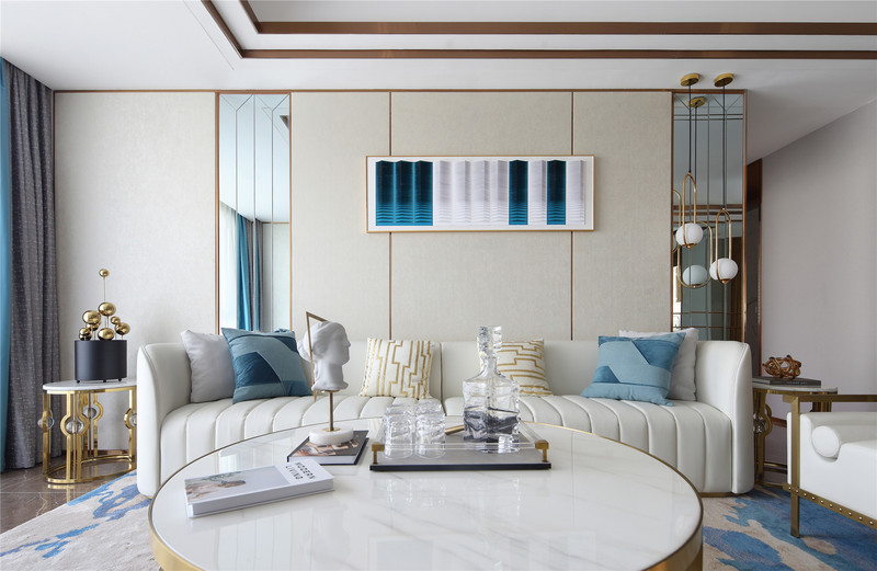 01 SUNNY / 明快 清爽明亮,静雅轻快   客厅内,大面积的白色作为空间的基础色调,星星点点的蓝色点缀在沙发、窗帘与装饰画中,蓝与白的融合交汇使得整个空间优雅轻快。推门入室,仿佛迎面吹来一阵清爽的海风,让人褪去疲惫,心旷神怡。