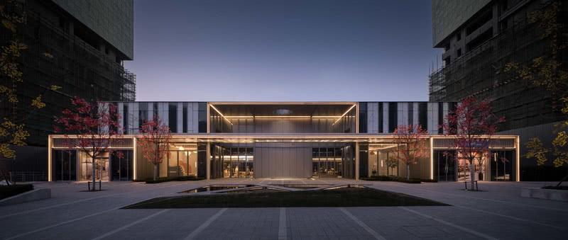 建筑空间是几何的线面,而线面在空间之中既是宣示空间的物质也在指引空间的精神。通过简洁的线面关系重新诠释空间的气质。