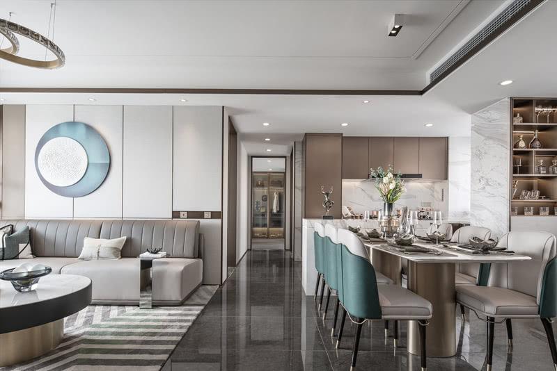 餐厅与厨房整体连通,导台的设计增强储物空间同时兼顾西厨操作台功能。整体参观动线流畅且丰富。入户酒柜的设计,让人眼前一亮。请输入图片说明
