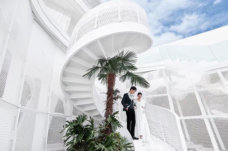 ▲ 户外旋转楼梯 Outdoor Spiral Staircase ©RENPENG Image