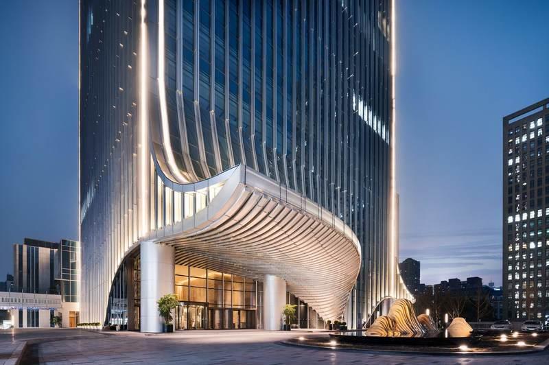 杨邦胜设计新作_重庆高科希尔顿酒店,对山水之城的另类解读
