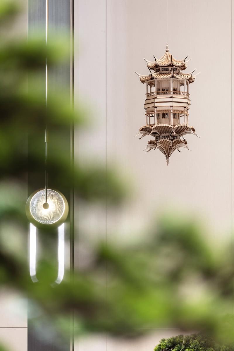 """遵循自然美学,汲取自然之美, 以郑板桥的代表画作""""竹""""为设计主元素, 在承袭传统人文之上, 引入灵秀的山光水色, 营造达观而又风雅的精神境界。"""