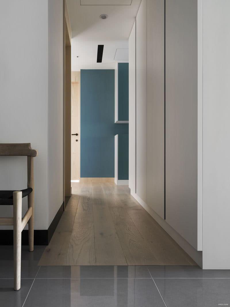 地坪透過不同材質的安排,衍生動線與地域的流動性與界限。